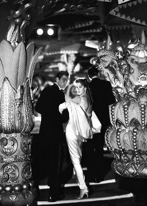 Suzy Parker with Gardner McKay, Paris, August 1956. Photographed by Richard Avedon.