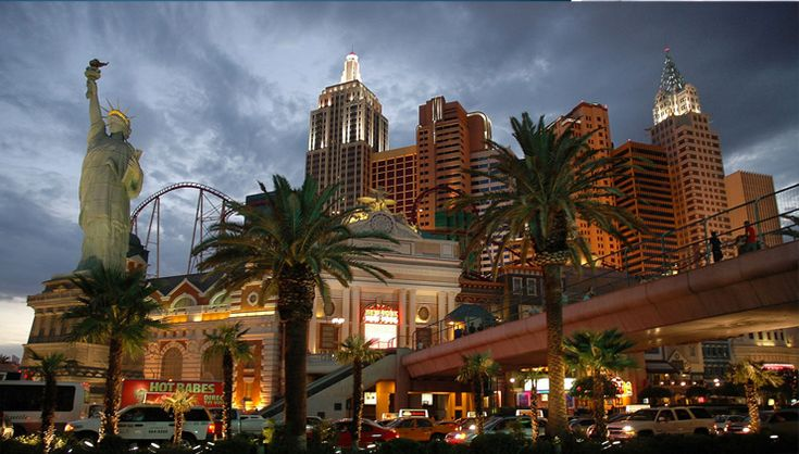 """""""Las Vegas is an internationally renowned major resort city for gambling, shopping, and fine dining. Hera are a list of the best thing to do and see, as well as the best hotels and resorts to stay and have fun, always in a glamours and luxurious style."""""""