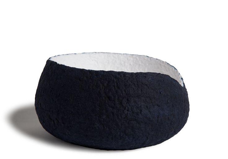 Magnifique urne pour chien. Biodégradable. Muses Design offre des produits à l'image de votre compagnon; unique et distinctif. Livraison gratuite. Achat en ligne.