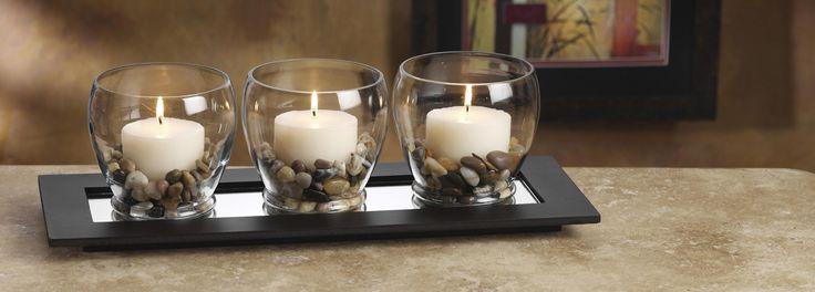 Imaginei fazer isso com uma vela de baunilha ou cheirinho parecido... e grãos de café na base... smell good!