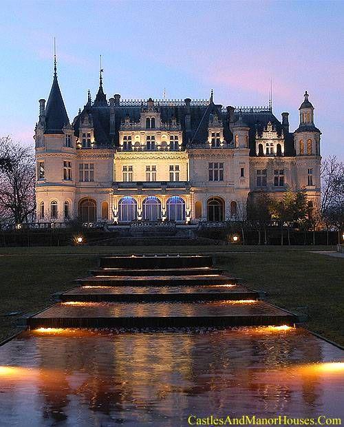 Le château Pichon, Parempuyre, Gironde, Aquitaine, France - www.castlesandmanorhouses.com