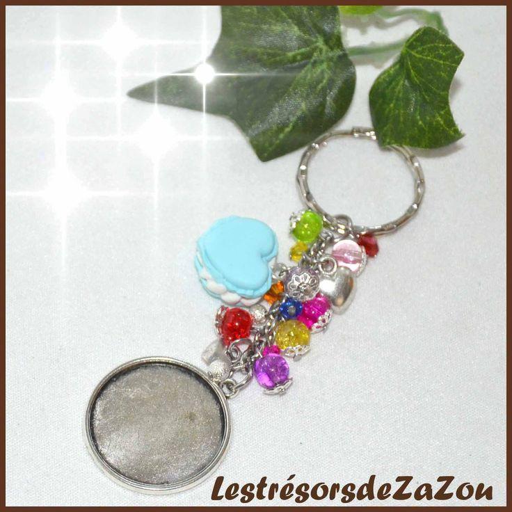 Porte clefs a personnaliser id e cadeau nounou - Comment accrocher un porte jarretelle ...
