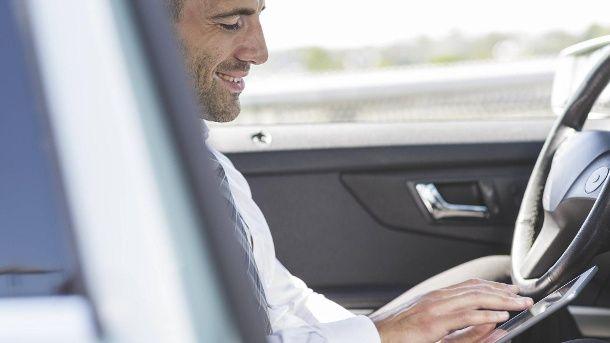 Nachricht: Bis zu 200 Euro: Handy-Verbot am Steuer soll ausgeweitet werden - http://ift.tt/2g2WYv8 #aktuell