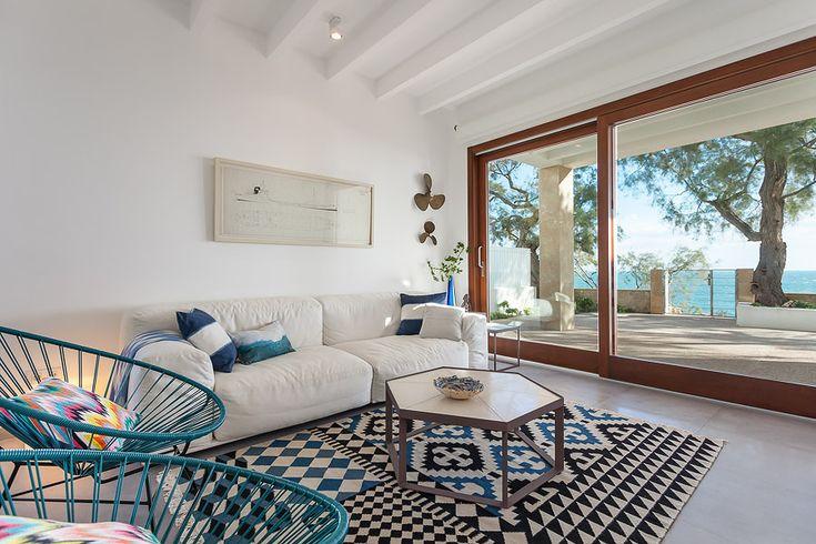Salón y alfombra dibujo geométrico