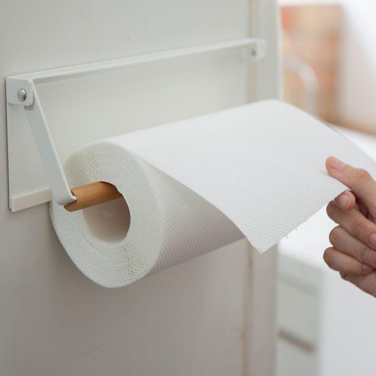 冷蔵庫に簡単取り付け。「片手でカット マグネットキッチンペーパーホルダー トスカ」のご紹介です。    キッチンペーパーをバーに差し込んで、冷蔵庫の扉や側面にピタッと取り付けるだけ。  スチールと天然木の風合いが、毎日の調理時間をオシャレで快適にしてくれます。  残量も一目で分かる仕様になっており、直径約15cm・高さ約28cmまでのキッチンペーパーに対応しております。  ■size 約W30.5XD2.5XH9.5cm    #home #tosca #キッチン #マグネット収納 #冷蔵庫横収納 #冷蔵庫サイド収納 #天然木 #キッチン収納 #収納術 #北欧 #北欧雑貨 #モノトーンインテリア #整理整頓 #整理収納 #暮らし #丁寧な暮らし #シンプルライフ #おうち #収納 #シンプル #モダン #便利 #おしゃれ #雑貨 #yamazaki #山崎実業