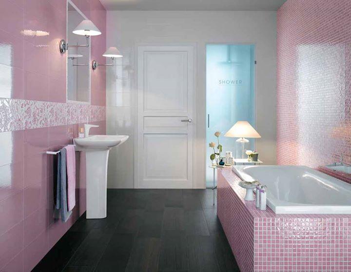 Ένα μπάνιο που λάμπει με θηλυκότητα και λεπτή κομψότητα χάρη στο συνδυασμό του ρομαντικού ροζ και του καθαρού λευκού. Μάθετε περισσότερα στο www.kypriotis.gr - #kypriotis #kipriotis #plakakia #anakainisi #athens #ellada #greece #hellas #banio #dapedo #diagonismos