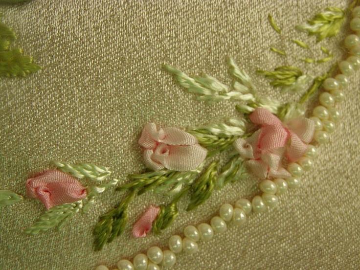 Gallery.ru / Фото #106 - Моя вышивка лентами 2 - Valehcia