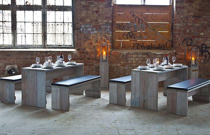 Die WITTEKIND 6er Sitzgruppe ist durch das besondere Holz nicht nur ein Highlight und Blickfang in Ihrem Outdoorbereich, sondern bietet zudem mindestens sechs Gästen Platz für einen gemütlichen Abend in geselliger Runde.