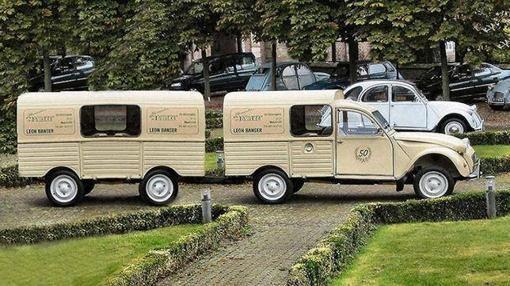 Citroën 2CV furgoneta con remolque, fábrica Citroën Vigo España