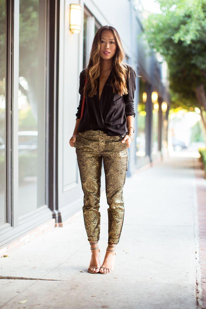 Pantaloni din brocart auriu