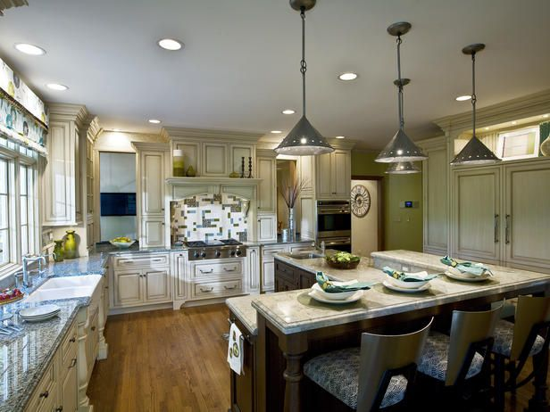 Hood covering: Beautiful Kitchens, Dreams Kitchens, Cabinets Colors, Traditional Kitchens, Kitchens Ideas, Kitchens Lights, Eating Places, Pendants Lights, Eating Houses