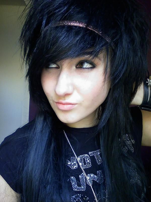 girls with short black blue hair | Scene hair comes in all differnt shapes, colors, and sizes, these are ...