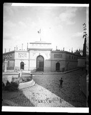Ecole Polytechnique. Paris (Vème arr.). Détail d'une vue stéréoscopique., Vers 1900.