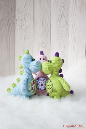 Добрый день, Страномамочки! Девочки, нашла автора этих динозавриков, кому интересно загляните на ее сайт: http://esunmundoamigurumi.blogspot.ru/
