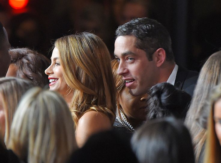 Sofia Vergara Has Very Awkward Run-In With Ex Nick Loeb?See the Cringe-Worthy Red Carpet Moment