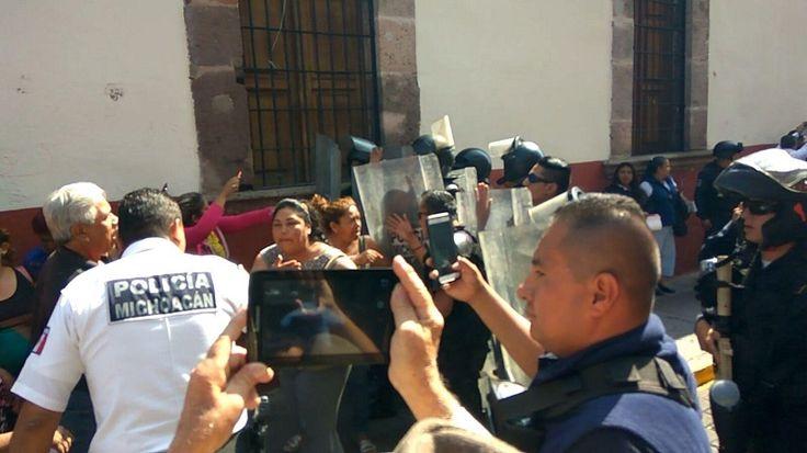 Como lo hacen cotidianamente, integrantes del Antorcha Campesina arribaron el lunes a la sede del Ayuntamiento de Morelia, pero en esta ocasión se realizaba la reunión del Grupo de Coordinación ...