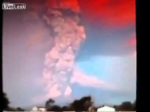 UFO Near Calbuco Volcano - YouTube