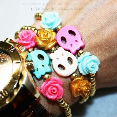 Pulseritas con calaveras y rosas Si quieres saber que materiales utilicé entra en nuestro blog: http://unlugarenelmundobypaula.blogspot.com/  www.unlugarenelmundobypaula.com