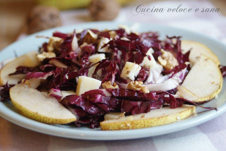 L'insalata di radicchio e pere, con noci e formaggio è una ricetta perfetta per il lunedì, per rimanere leggerei , senza rinunciare al gusto.