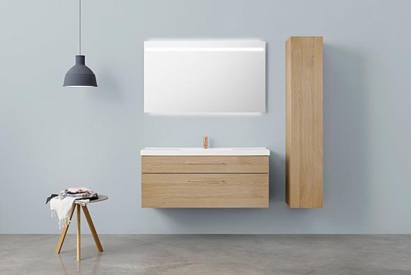 Aspen Badrum / Badrumsmöbler / Scandinavian / Bathroom Furniture / A120 Ikon Underskåp, A120 Spegel med infälld ovanbelysning. Högskåp 30.