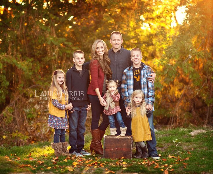 Large family picture outfit ideas the Fall family photo clothing ideas