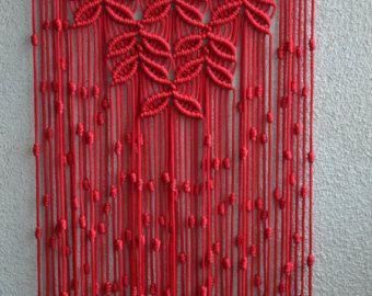Wand-Paneele-handgemachte Makramee-Technik. Material: 100 % Polyester. Farbe: Orange. Armband: Naturholz - Kiefer. Größe: Die Länge der Holzterrasse auf den Boden, einschließlich der Threads - 81 сm / 31,9 Zoll Breite - 35cm / 13,8 Zoll