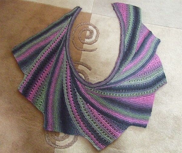 static.knittingparadise.com upload 2012 10 22 thumb-1350944403424-wingspan_with_lace_panels.jpg