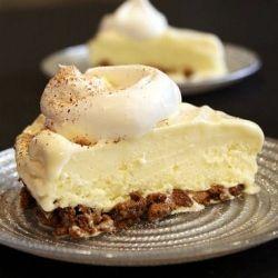 Eggnog Ice Cream Pie: so easy and delicious.