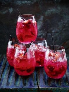 Erdbeer-Vanille-Bowle mit Limette und Gin
