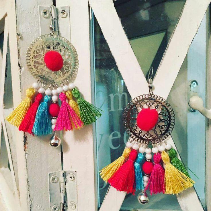 """""""Mexico"""" orecchini con nappe e pon pon, in rafia e/o cotone, fatti a mano, super colorati e leggeri neckel free... #orecchini #earrings #handmade #fattoamano #nappe #rafia #ponpon #spring17 #estate17 #musthave #bijoux #monorecchino #accessori #bracciali #cavigliere #collane #comingsoon #followme"""