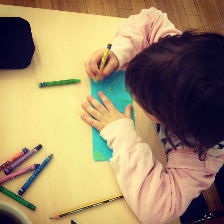 Otroci so blesteli pri oblikovanju pomladnih propelerjev. / Children were brilliant at designing the spring pattern for the paper propellers.