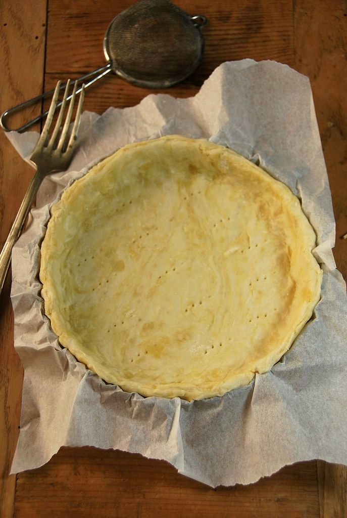 Pâte à tarte sans beurre {recette végan} - En plus d'être hyper facile et rapide à faire, cette pâte remplira tout à fait son rôle en cette période automnale, idéale pour les tartes aux fruits !