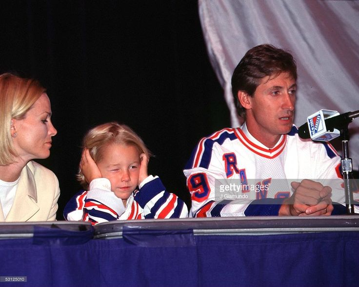 Gretzky at press conference with wife Janet and son Ty And Player Wayne Gretzky.