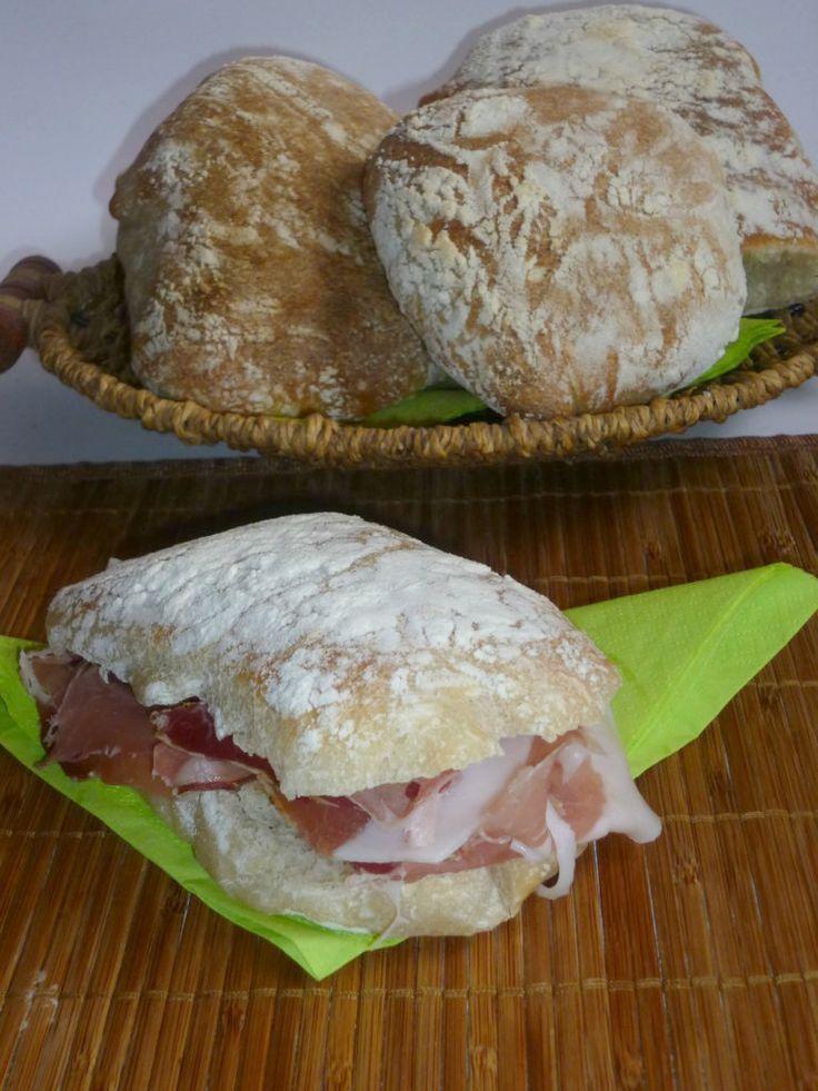 cazzotti di pane, piccoli bocconi di pane, con lievito madre, ideali da farcire con affettati, dalla crosta croccante e mollica ben alveolata