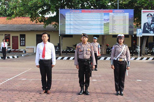 3 anggota mapolres pemalang laks pengucapan Pancasila Tribrata dan Catur Prasetya. #polisi_indonesia #hmspoldajateng #humasrespemalang #abdi_negara