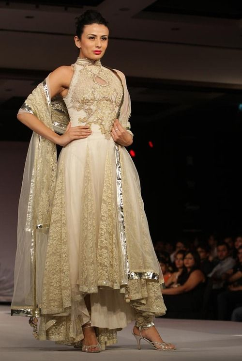 Always been a fasn of this palette and the high colour and simple yet intricate embroidery brings this to life :)