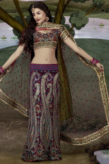 Le mannequin brésilien devenue actrice à Bollywood a récemment posé en tenue de mariée indienne. Et le moins que l'on puisse dire est que les tenues portées lors de ce photoshoot sont très travaillées. Je ne suis pas vraiment fan des designs mais une...