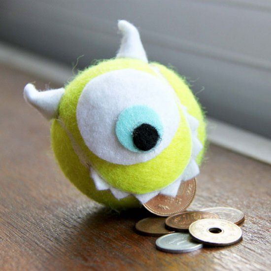 Turn a tennis ball into Mike Wazowski coin holder in just a couple of steps! (in English and Indonesian)
