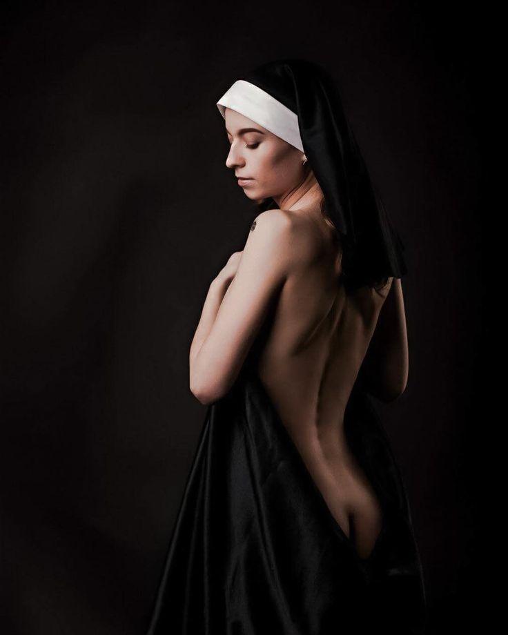 monja-naked
