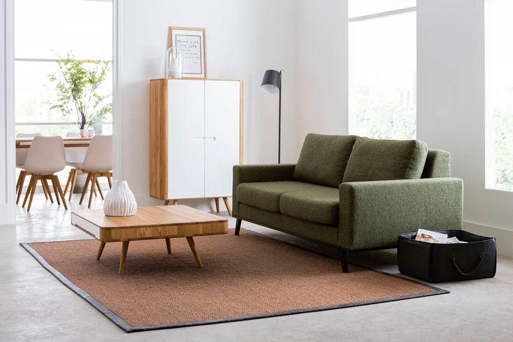 Bank Levi is een moderne zitmeubel met een Scandinavische poot in olijfgroen gemeleerde stof. Deze 2,5 zits is voorzien van…