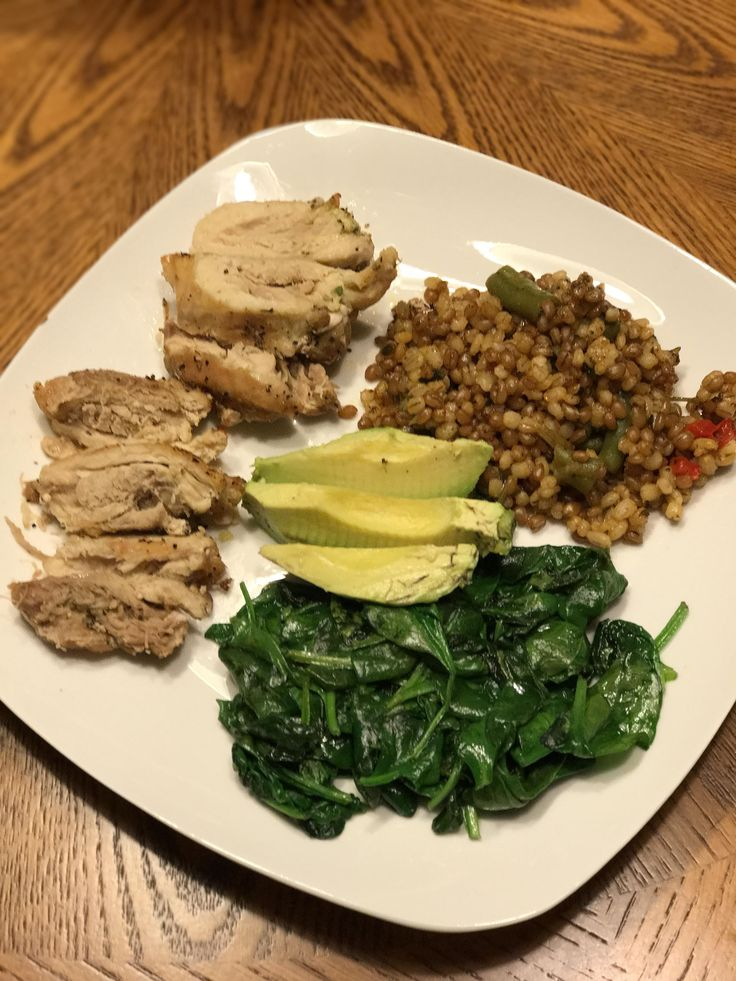 My 502 calorie lunch. Wheat berries barley green beans red pepper spinach avocado and boneless chicken thighs. I didn't eat much of the avocado so it may be less! #goodnutrition #physicalactivity #goodfood #vegetables #JuicePlus #healthymeal #healthyfood #healthy #health #exercise #eatclean