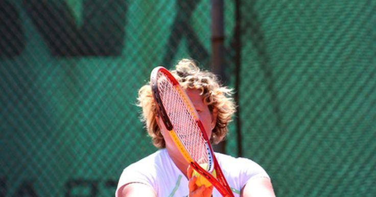 Melhores raquetes para cotovelo de tenista. Ao sofrer de cotovelo de tenista, muitos jogadores consideram trocar sua raquete, ao invés de mudar suas rebatidas. Se você estiver buscando uma nova raquete para ajudá-lo com seu braço contundido, saber os atributos de uma raquete de tênis, que aumentam e diminuem a dor associada com o cotovelo de tenista irá ajudá-lo a escolher o fabricante e o ...