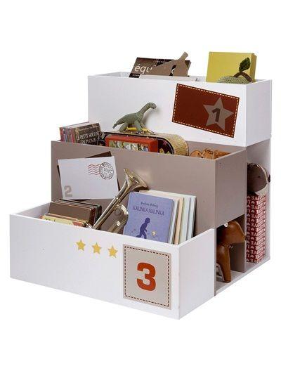 #Estantería en forma de escalera ideal para guardar los libros de cara y para ocultar pequeños secretos bajo las cajas :)