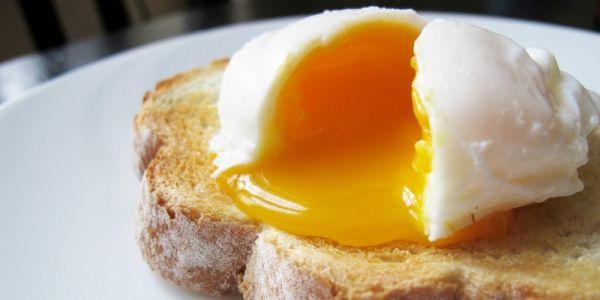 Eieren pocheren kan ook in magnetron. Kijk hier hoe je dat doet.