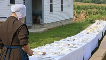 Amish Family Life - wow these ladies know how to throw a dinner party