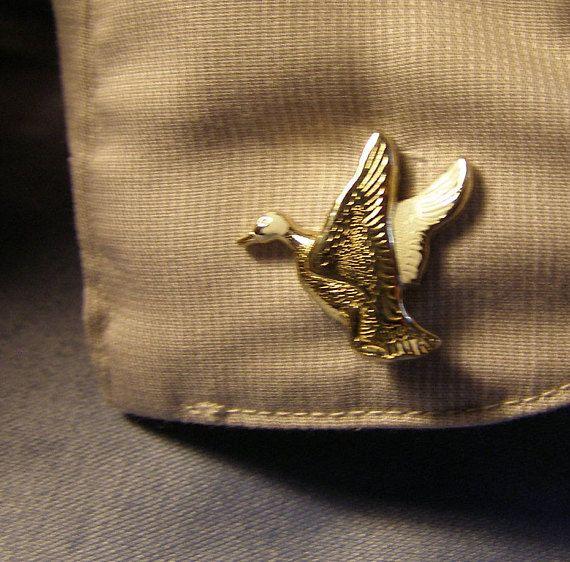 Flying Goose Cufflinks w white on gold Finish #vintagecufflinks #duckcufflinks #flyingduckcufflinks  #goosecufflinks #etsyvintage  #noveltycufflinks #figuralcufflinks #etsyshop #flyinggoosecufflinks #mensfashion #husbandgift #stitchintimejewelry #weddingjewelry