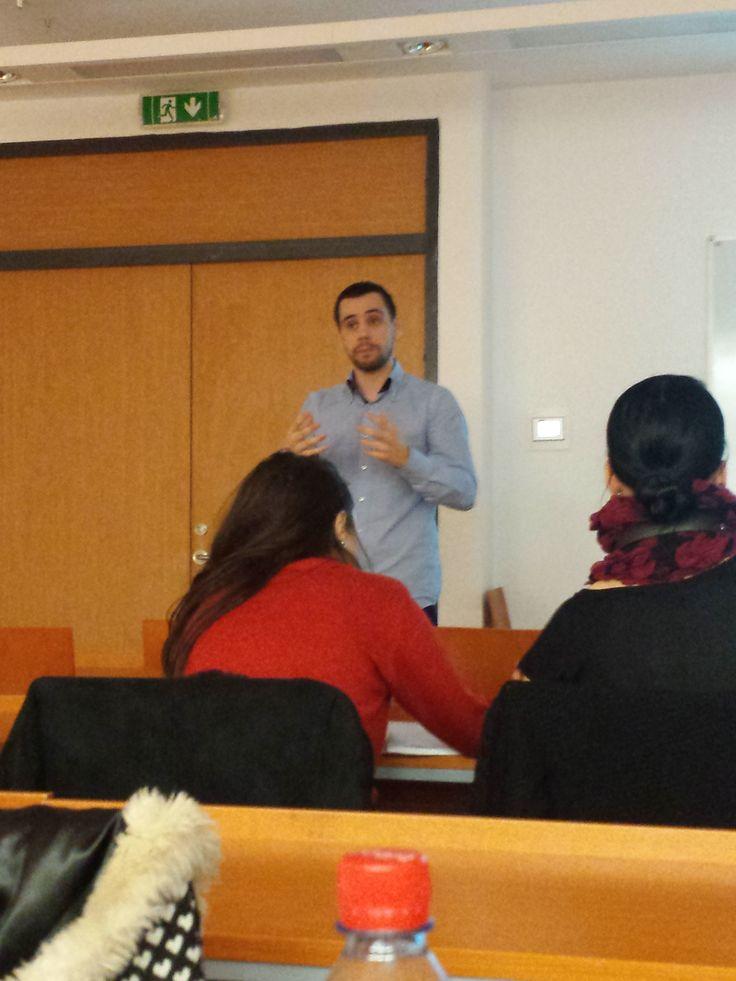 Invitatul din data de 10.12.2014, la cursul de  Strategii de comunicare digitală a fost Dragoş Smeu. Acesta este Senior PPC Specialist & Head of PPC Department la WebDigital şi a vorbit despre pay per click. http://salut.webdigital.ro/
