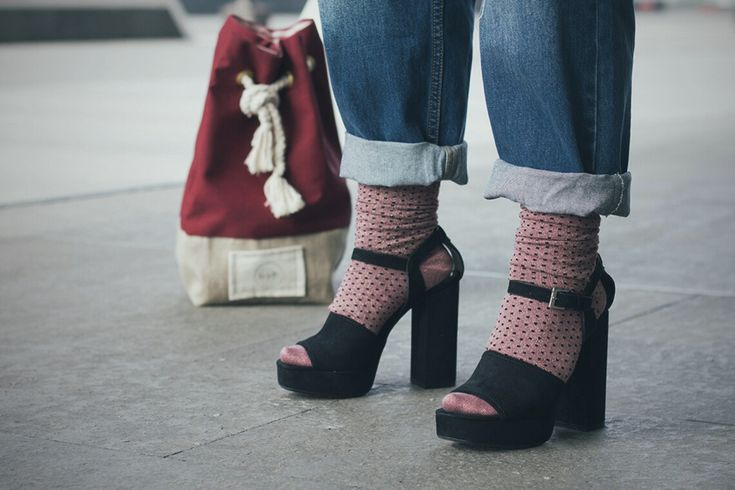 Bra over shirt http://www.dressingandtoppings.com/2017/03/24/reggiseno-a-vista/ #blogger #style #bra #trend #socks #redsoxappeal #plateau