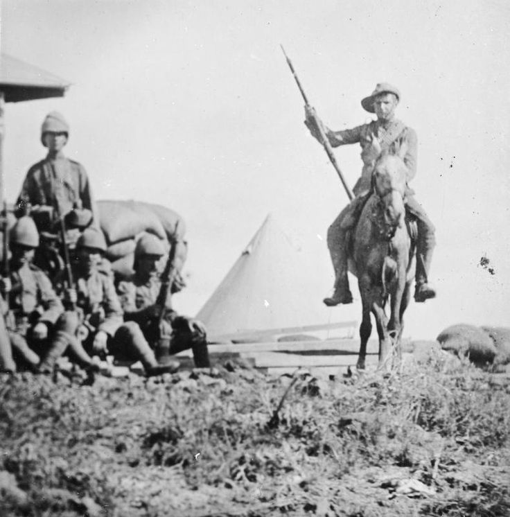 Troops of one of the British mounted Infantry regiments in their camp. © IWM (Q 72290) #2ndBoerWar pic.twitter.com/jM00Llw0Fy