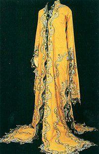"""19.yy.'da kullanılmış olan """"Canfes Üçetek"""" (Sadberk Hanım Müzesi, Envanter No : 2654-K.72)"""
